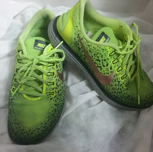 Citar Permanecer Revisión  Nike Shoes | Free Rn Distance Shield Neon Yellow | Poshmark